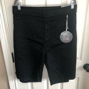 NWT Avenue Size 28 Black Stretch Bermuda shorts